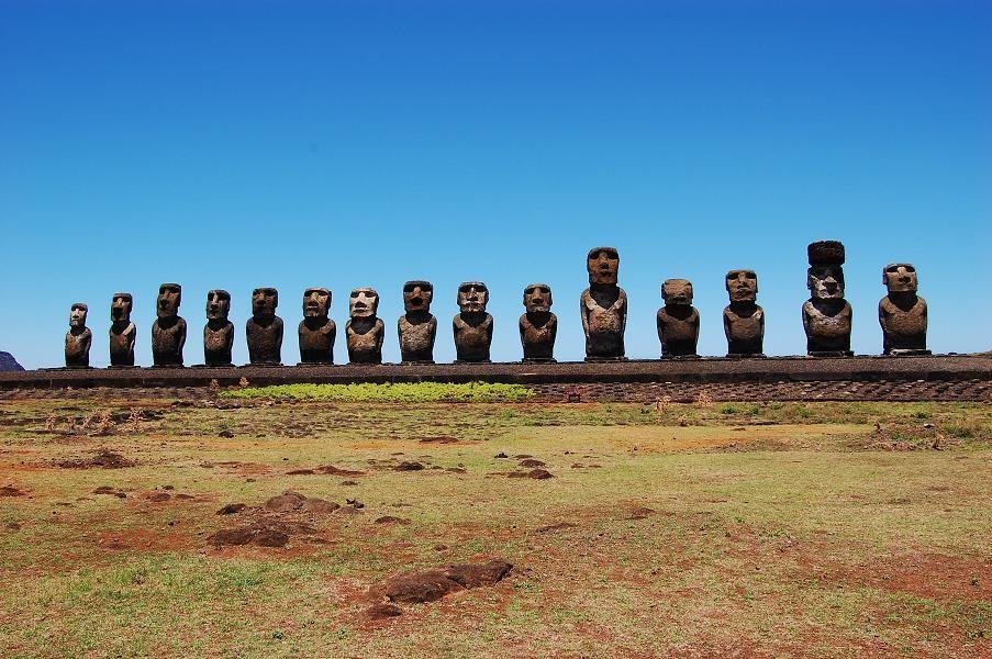 ile-de-paques-statues.jpeg