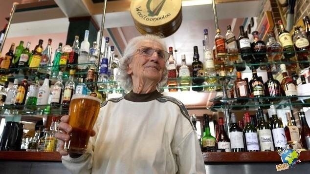 AUSTRALIA-LIFESTYLE-ALCOHOL-BARMAID-PEOPLE
