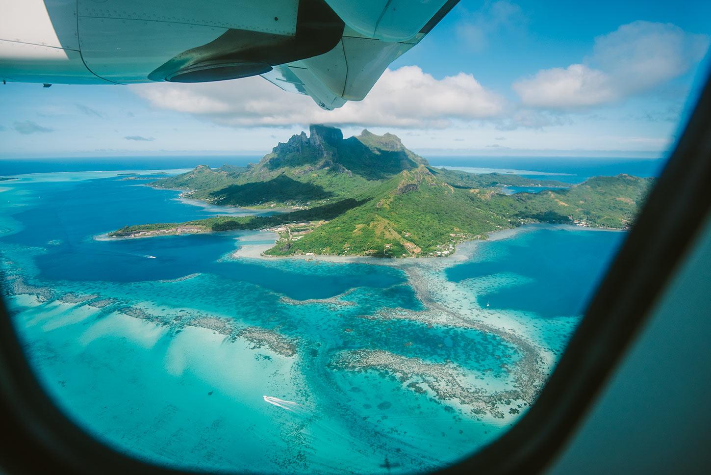 Vue sur Tahiti depuis l'avion