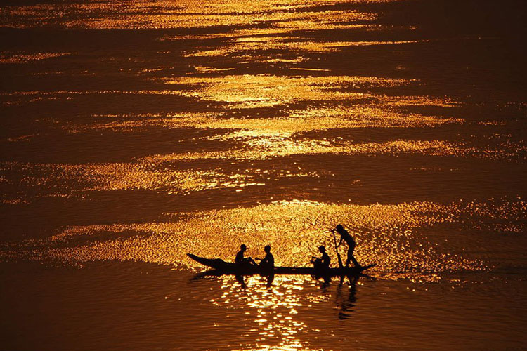 Cambodge coucher de soleil sur le Mekong, l'un des plus beaux de ma vie