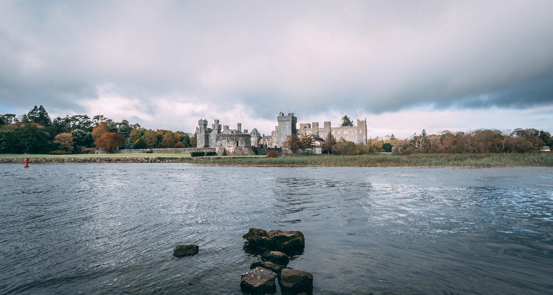 Le Chateau d'Ashford depuis les jardins