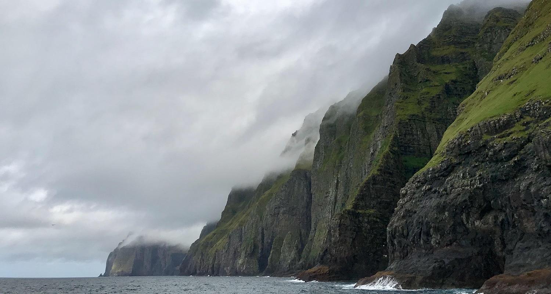 Les falaises de Vestmanna sur les îles féroé