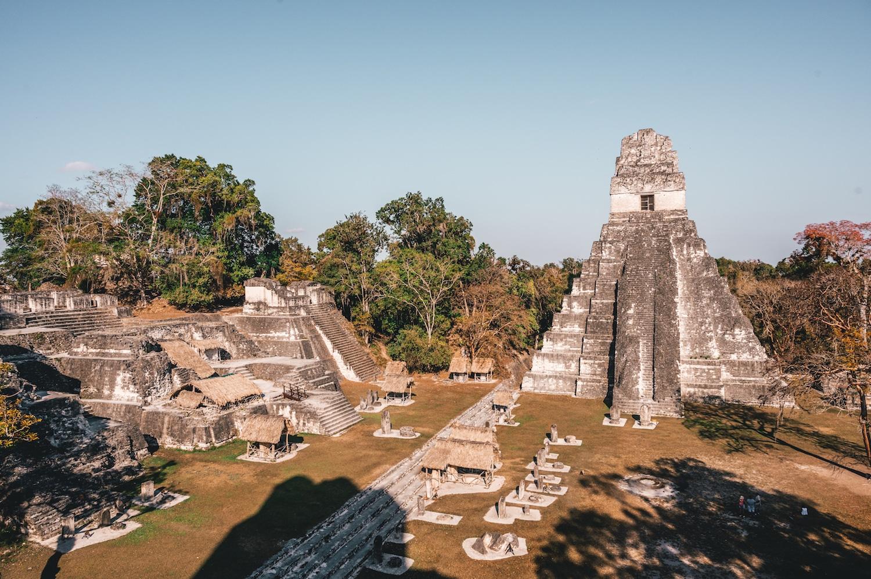 Que visiter à yaxha et tikal au guatemala : la place centrale
