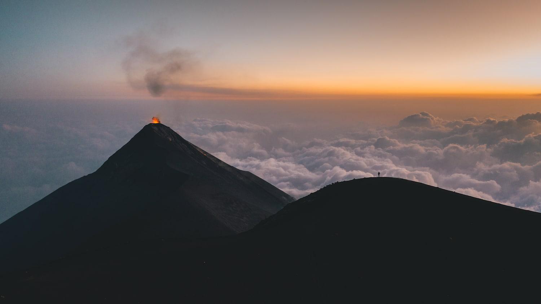 Le volcan el fuego en eruption