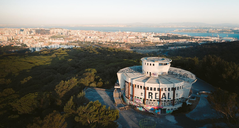le Panorâmico de Monsanto est un des lieux les plus insolites de la capitale portugaise