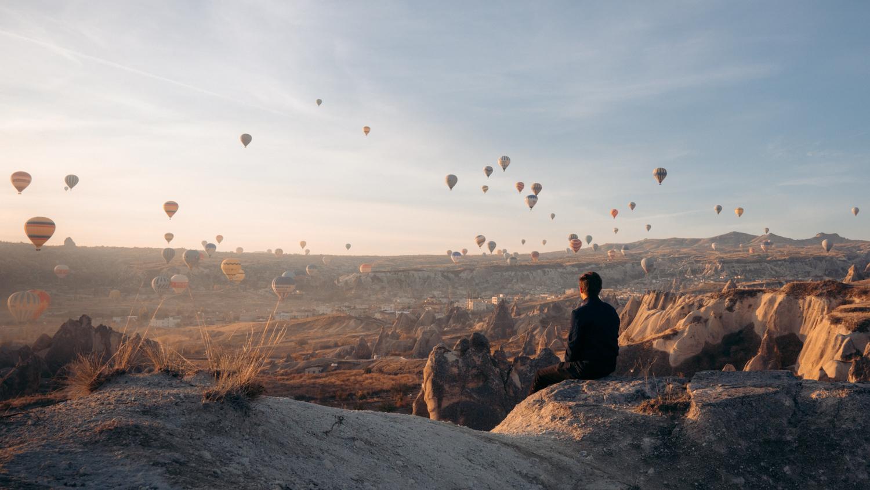 lever de soleil et des montgolfieres